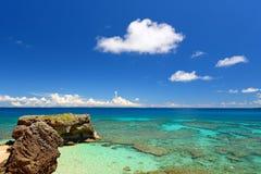 夏天天空和美丽的海滩冲绳岛 免版税库存图片