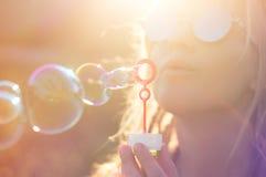 夏天太阳的女孩 库存照片