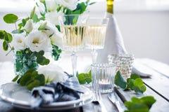 夏天婚礼桌装饰 图库摄影