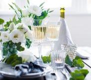 夏天婚礼桌装饰 库存照片