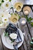 夏天婚礼桌装饰 免版税库存图片