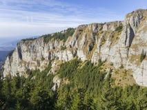 夏天山岩石风景 库存照片