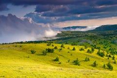 夏天山看法在晴朗的天气的 免版税库存图片