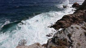 夏天岩石海岸肋前缘布朗卡,西班牙 股票视频