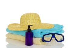 夏天帽子毛巾潜水的面具准备好海滩 库存照片