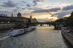 夏天微明-巴黎 免版税库存照片