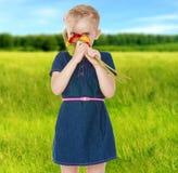 夏天心情一个小女孩 免版税图库摄影