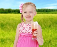 夏天心情一个小女孩 免版税库存图片
