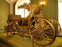 夏天支架-英国18世纪70年代-莫斯科Kr军械库房间  免版税库存图片