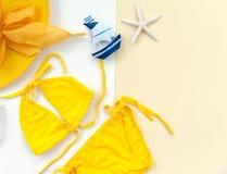 夏天时尚妇女泳装比基尼泳装 热带的海运 异常的顶视图 图库摄影