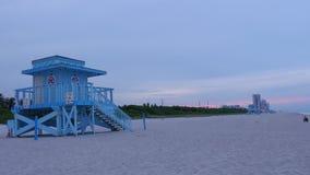 夏天晚上日落迈阿密海滩救生员塔全景4k时间间隔美国 影视素材