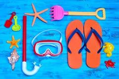 夏天材料,例如一个对轻碰fllops、潜水面具或者a 库存图片