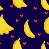 夏天样式用香蕉和心脏在黑背景 动画片样式 纺织品和包裹的装饰品 向量 免版税库存照片