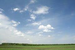 夏天横向 云彩 免版税库存图片