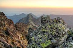 夏天横向 1257座高米山山波兰skrzyczne日出视图 免版税库存照片