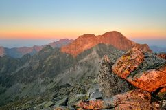 夏天横向 1257座高米山山波兰skrzyczne日出视图 免版税图库摄影