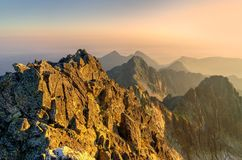 夏天横向 1257座高米山山波兰skrzyczne日出视图 图库摄影