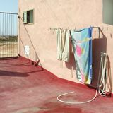 夏天洗衣店的看法 免版税库存图片