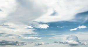 夏天热带天空和云彩 库存图片