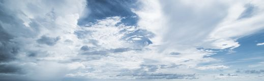 夏天热带天空和云彩 免版税图库摄影