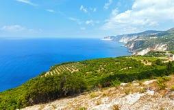 夏天爱奥尼亚海海岸视图(Kefalonia,希腊) 免版税库存图片