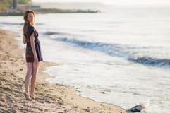 夏天礼服的女孩 免版税库存照片