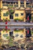 夏天红色礼服的亚裔美丽的妇女 免版税库存照片
