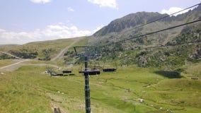 夏天绿色滑雪倾斜和推力空中英尺长度  股票视频