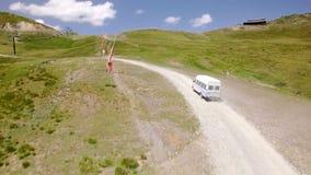 夏天绿色滑雪倾斜和推力空中英尺长度  影视素材