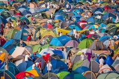 夏天节日的帐篷城市 免版税库存图片