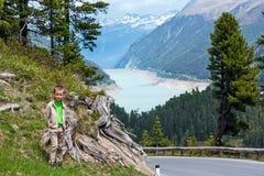 看法向Gepatsch-Stausee湖(奥地利) 库存图片