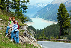 看法向Gepatsch-Stausee湖(奥地利) 免版税图库摄影