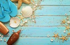 夏天设备和贝壳 免版税库存照片