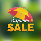 夏天销售传染媒介背景 季节折扣例证 与阳伞的特价优待横幅 免版税库存图片