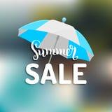 夏天销售传染媒介背景 季节折扣例证 与阳伞的特价优待横幅 库存照片