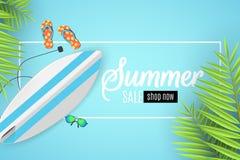 夏天销售横幅 与文本的白色框架 冲浪板、海滩风镜和海绵 动画片平的样式 特价优待 夏天discoun 免版税图库摄影