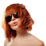 夏天青少年的女孩红发快乐 免版税库存图片