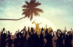 夏天音乐节海滩党执行者兴奋概念 免版税图库摄影