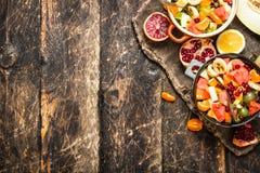 夏天食物 热带水果沙拉  库存照片