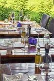 夏天餐馆桌 免版税库存照片
