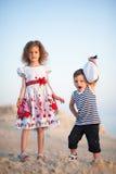 夏天,生活方式,喜悦,乐趣,假日,孩子,男孩,女孩,旅行,冒险,爱 免版税图库摄影