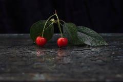 夏天,镜子,成熟樱桃 免版税图库摄影