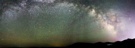 夏天满天星斗的天空 免版税库存图片