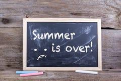 夏天结束在黑板 免版税图库摄影