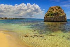夏天Salento海岸:Torre梵语海滩(莱切) 意大利(普利亚) 图库摄影