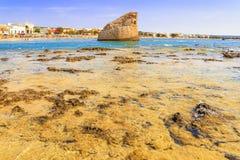夏天Salento海岸:Torre梵语海滩(莱切) 意大利(普利亚) 库存图片