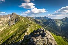 夏天Tatra山,波兰,从Kasprowy Wierch的看法对Swin 免版税库存图片