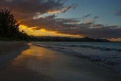 夏威夷海滩日落奥阿胡岛 免版税库存照片