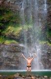 夏威夷男瀑布 库存图片