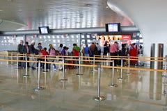 巴黎夏尔・戴高乐机场内部 免版税库存图片